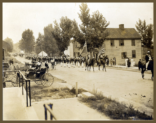 historic image of july 4 parade in Scottsville VA