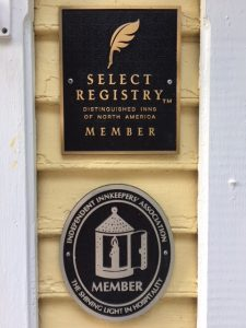 select registry & independent innkeeper association plaques