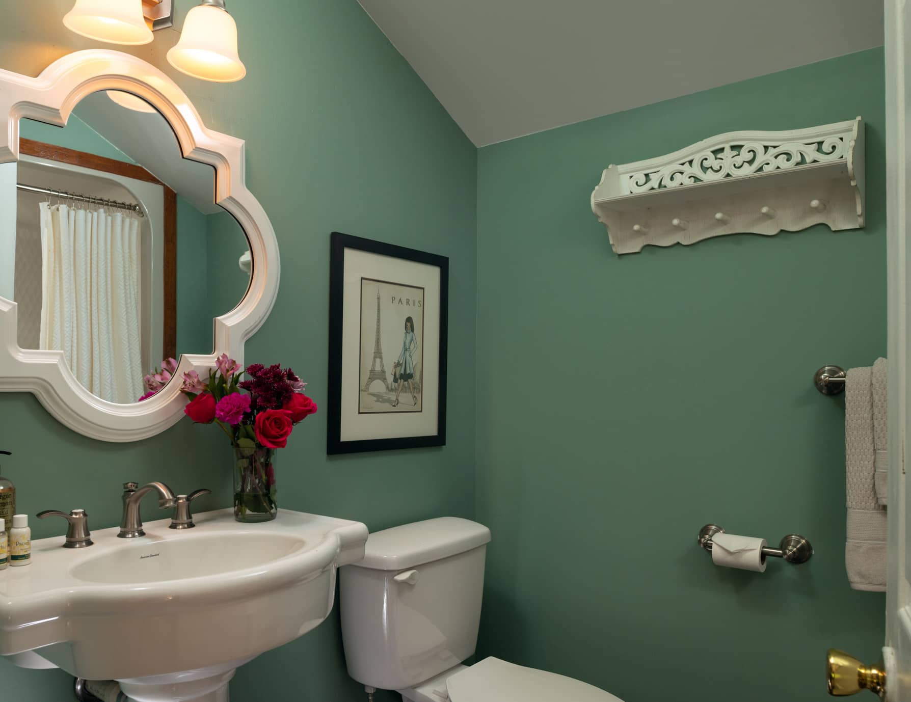 Bathroom in the Groom's Quarters Cottage