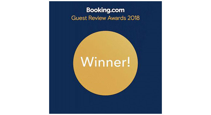 Booking.com guest review badge